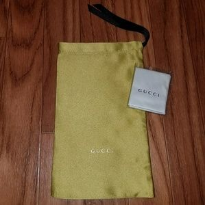 Gucci pouch and cloth